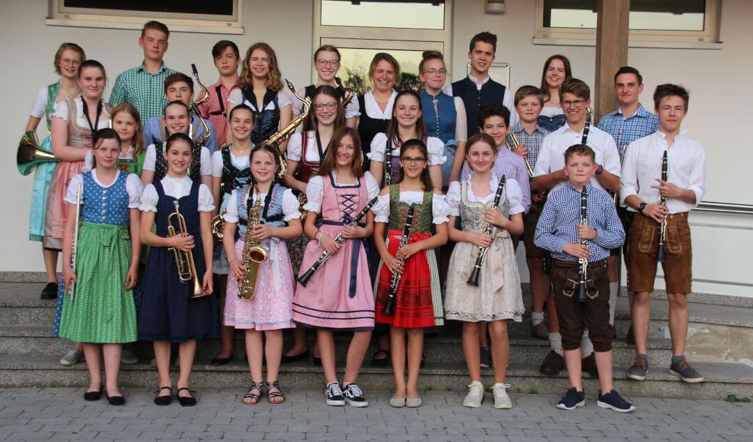 gruppenfoto moosburger stadtorchester 2019 auftritt freisinger bank schäfflerhalle